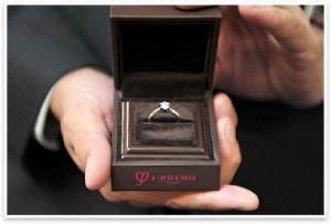 知道訂婚鑽戒(Engagement Ring)真正的意義嗎?為您倆即將展開的人生旅程,獻上最特別的光輝。